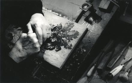 Mani di Sigfrido Bartolini al lavoro